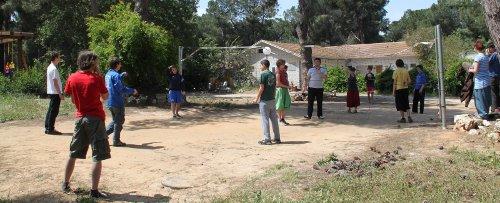 Volleyballspielen im Kibbuz