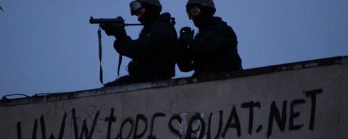 Polizisten bei der Räumung